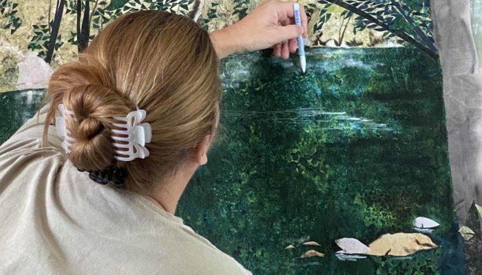 Nancy Hershberger applies Tsukineko Ink to her Water Dance quilt